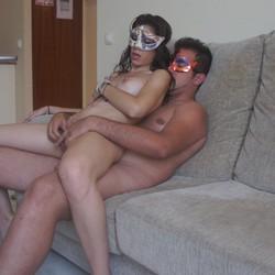 Kike y Daniela vienen a un casting porno y acaban follandose a la camara.